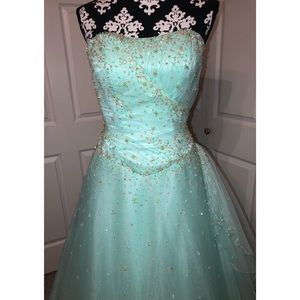 Dresses & Skirts - Sea Foam Green Ballgown